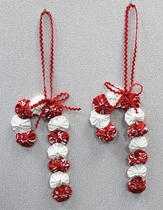 """I enjoy making Yo-Yos, so I thought I would """"whip up"""" some Yo-Yo ornaments I saw… Quilted Christmas Ornaments, Easy Christmas Decorations, Fabric Ornaments, Christmas Sewing, Christmas Fabric, Handmade Christmas, Christmas Crafts, Ornaments Ideas, Christmas Trees"""