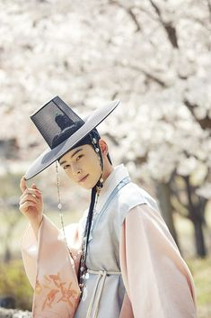 """First still images of upcoming MC series that will air in July, CHA EUN WOO is ❤❤❤! Korean Traditional Dress, Traditional Outfits, Korean Celebrities, Korean Actors, K Pop, Cha Eunwoo Astro, Shin Se Kyung, Astro Wallpaper, Lee Dong Min"
