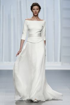 Rosa Clará kicked off Barcelona Bridal Week with her stunning 2016 wedding dress collection, which teams modern details with classic designs 2016 Wedding Dresses, Designer Wedding Dresses, Bridal Dresses, Wedding Gowns, Dresses 2016, Evening Dresses, Formal Dresses, Older Bride Dresses, Yes To The Dress