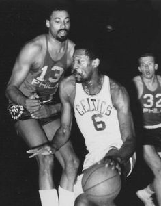 Wilt Chamberlain and Bill Russell Basketball Jones, Basketball History, Basketball Legends, Sports Basketball, Basketball Players, Wilt Chamberlain, Sports Illustrated Covers, Bill Russell, Boston Sports