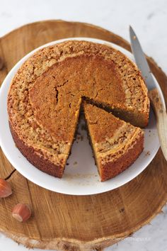 Torta di carote e nocciole. Carrot and hazelnut cake. Click to read the recipe or pin it for later!