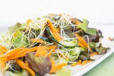 Disfruta de los últimos rayos del sol del verano y «be healthy» con esta deliciosa ensalada con toques orientales. Bon appetit!