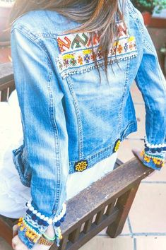 chica con chamarra bordada Denim Boho, Denim And Lace, Denim Fashion, Boho Fashion, Jean 1, Diy Vetement, Embellished Jeans, Embroidery Fashion, Denim Outfit