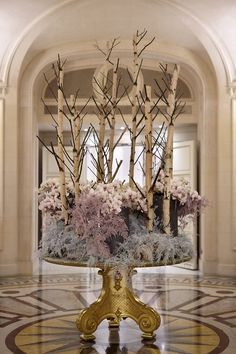 Each week, we're treated to a new floral display carefully arranged to complement our historic lobby at Shangri-La Hotel, Which era does this piece take you back to? Deco Floral, Arte Floral, Floral Design, Table Flowers, Flower Vases, Hotel Flower Arrangements, Hotel Flowers, Corporate Flowers, Hotel Lobby