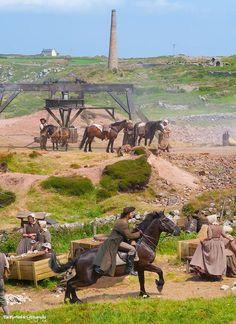 Poldark - les chevaux travaillent au dessus de la mine - Jusqu'au XXème siècle ils travaillaient aussi dans la mine - #poldark hashtag on Twitter