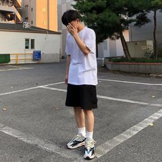 "472 tykkäystä, 218 kommenttia - 박경민 (@p__k_0) Instagramissa: ""so yeezy 😁"" Asian Fashion, Sporty, Style, Swag, Outfits"