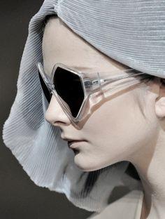 Eniko Mihalik for Hussein Chalayan Sunglasses Buy Sunglasses Online, Ray Ban Sunglasses Outlet, Sunglasses Women, Big Sunglasses, Oakley Sunglasses, Divas, Hussein Chalayan, Minimal Fashion, Cat Eyes