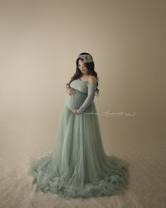 Emerlie Gown and Willow Skirt in Sage Plus Size Maternity Dresses, Maternity Dresses For Photoshoot, Maternity Photo Props, Maternity Poses, Maternity Portraits, Maternity Pictures, Maternity Gown Photography, Pregnancy Outfits, Pregnancy Photos