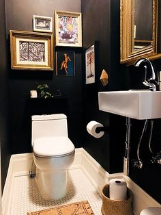 Before and After Black Paint Made This Powder Room Feel So Much Warmer Apartment Therapy Powder Room Paint, Black Powder Room, Tiny Powder Rooms, Modern Powder Rooms, Powder Room Decor, Powder Room Design, Rustic Powder Room, Toilet Room Decor, Small Toilet Room