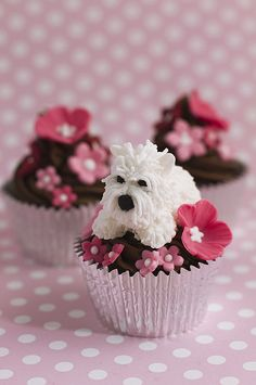 Scottie Dog with Pink flower cupcakes.I would turn them into Schnauzer cupcakes! Puppy Cupcakes, Cute Cupcakes, Decorated Cupcakes, Minion Cupcakes, Cupcake Art, Cupcake Cookies, Cake Pops, Individual Cakes, Cupcake Heaven