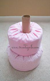 How to Make Baby Diaper Cake Idee Baby Shower, Baby Shower Crafts, Shower Bebe, Baby Shower Diapers, Baby Crafts, Baby Shower Parties, Shower Gifts, Diaper Cakes Tutorial, Diy Diaper Cake