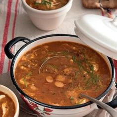 Wintertyd is soptyd. Hier is nog 'n trefferresep uit ons toetskombuis vir troos teen die koue. South African Dishes, South African Recipes, New Recipes, Soup Recipes, Recipies, Kos, Slow Cooker Recipes, Cooking Recipes, Winter Soups