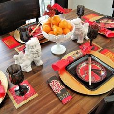 Celebrate the Year of the Rooster 🍊🍜 Tip: When using paper products, use plate chargers and create a centerpiece with fresh fruit or flowers to dress it all up! #yearoftherooster #chinesenewyear #lunarnewyear2017