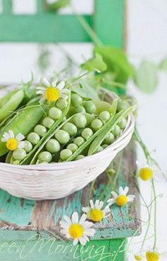 Food photography and styling : Peas in their pods