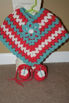 #FAN-tastic Friday Week #4 -Adorable Poncho by Tracy #fantasticfriday #patterns #patternparadise #sweater #poncho