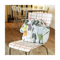 Take a look at Zoe de Las Cases' cushions which are based on vintage family photos. Cushions To Make, Printed Cushions, Vintage Family Photos, Hand Painted Chairs, Play Clothing, Kids Fashion Blog, Photo Pillows, Small Pillows, Pillow Fight