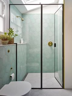 70 stunnning small bathroom remodel ideas on a budget 32 – Diy Bathroom İdeas Pastel Bathroom, Mint Bathroom, 1950s Bathroom, Colorful Bathroom, Bathroom Trends, Bathroom Ideas, Bathroom Niche, Bathroom Designs, Bathroom Fixtures
