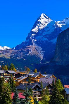 Mürren, en los Alpes suizos, con el Eiger detrás, Cantón de Berna, Suiza