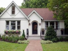 Trendy ideas exterior paint colora for house modern curb appeal Brown Roof Houses, White Brick Houses, Brown Roofs, Red Roof House, House Siding, Brick Cottage, Cottage Exterior, Exterior Paint Colors For House, Paint Colors For Home