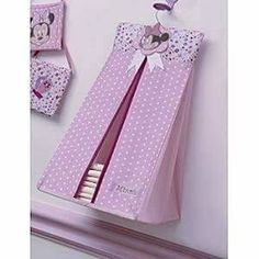 Risultati immagini per patrones pañalera para bebepañalera Baby Set, Baby Sewing Projects, Baby Pillows, Baby Room Decor, Baby Crafts, Baby Accessories, Baby Wearing, Kids And Parenting, Baby Quilts