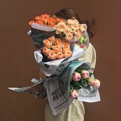 flowers, rose, and aesthetic image My Flower, Beautiful Flowers, Photowall Ideas, Flower Aesthetic, Foto Pose, Aesthetic Pictures, Planting Flowers, Bouquet, Photography