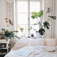Cozy Bedroom Interior Design With Plants 05 Cozy Bedroom, Dream Bedroom, Home Decor Bedroom, Bedroom Ideas, Deco Zen, Diy Home Decor Rustic, Small Bedroom Designs, Décor Boho, Bohemian Style