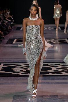 Jean Paul Gaultier haute couture spring 2019 - Vogue Australia - Grace Home Dior Haute Couture, Style Couture, Georges Hobeika, Vestidos Fashion, Fashion Dresses, Jean Paul Gaultier, Fashion Week, Fashion Show, Fashion Fall