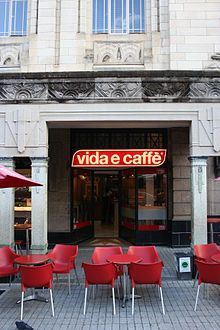 Vida e Caffè - VISIT ME! Wikipedia, the free encyclopedia Espresso Bar, Best Espresso, Coffee Latte, Coffee Shop, Sidewalk Cafe, Coffee Places, Coffee Is Life, Cape Town, South Africa