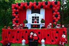 For a cute and pretty party, a ladybug theme is a great option. This kind of theme is best for young children celebrating their birthday parties or even a baby 4th Birthday Parties, Birthday Party Decorations, Party Themes, Ladybug Party Centerpieces, Ladybug Party Supplies, Ladybug 1st Birthdays, Deco Ballon, Ladybug Crafts, Baby Girl Birthday