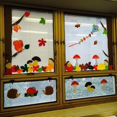 Fall Window Decorations, Fall Classroom Decorations, Class Decoration, School Decorations, Pre School, Ladybug, Activities For Kids, Kindergarten, Holiday Decor
