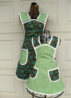 Matching Mother/Daughter Aprons~I am just going to have to make these!!!! Too adorable!