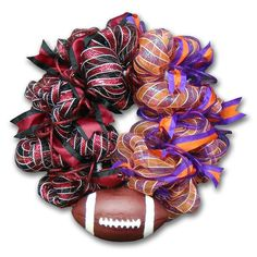 How to make a House Divided Deco Mesh Football Wreath, from Creative Gift Packaging. This wreath features USC & Clemson Colors but you can substitute different colors for your favorite teams! S... Deco Mesh Crafts, Wreath Crafts, Diy Wreath, Wreath Ideas, Mesh Ribbon Wreaths, Deco Mesh Wreaths, Team Spirit Crafts, Creative Gift Packaging, House Divided Wreath