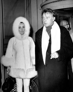 Elizabeth Taylor cozies up with Richard Burton at the Plaza hotel in 1968.