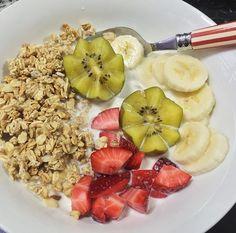 Granola with Kiwi, Strawberries, Banana and Milk