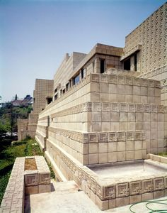 150 years after the architect was born, his striking tile-clad Ennis House is a testament to his continued influence—particularly onscreen. Sustainable Architecture, Residential Architecture, Contemporary Architecture, Architecture Design, Concrete Architecture, Pavilion Architecture, Frank Lloyd Wright Buildings, Frank Lloyd Wright Homes, Ennis House