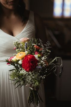 Natural looking bridal bouquet by petalsandtwigsrva.com  Photo by Ash Carr Photography