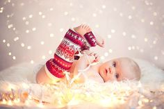 9 Baby's first Christmas picture ideas Love the leggies!