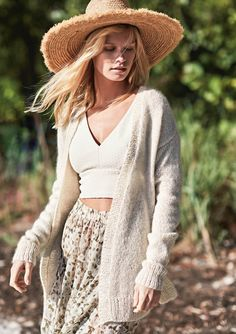 Strikkekit dame - Find moderigtige dame strikkekits her Raglan Pullover, Linnet, Knit Cardigan, Spring Summer Fashion, Knitwear, Knit Crochet, Bohemian, Street Style, Silk
