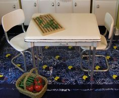 DIY miniature vintage table for the dollhouse ~ not an easy beginner project but still doable with patience - plus mat board, metal tubing & drill :-)  Source: Kris 1 inch minis