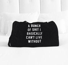 Praktische Duffle Bag für eure neuen Vorsätze: 'Shit i can't live without'. Hier entdecken und kaufen: http://sturbock.me/VP0