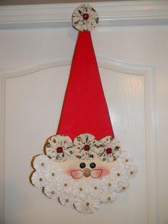 Santa Klaus with yoyos Jewelry Christmas Tree, Felt Christmas Ornaments, Christmas Decorations, Christmas Trees, Santa Crafts, Christmas Projects, Holiday Crafts, Christmas Applique, Christmas Sewing