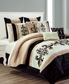 Beautiful Gold and Black Bedding Set