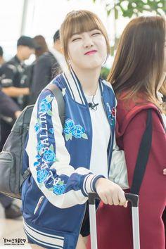 South Korean Girls, Korean Girl Groups, Hooded Jacket, Bomber Jacket, G Friend, Airport Style, Mamamoo, Korean Singer, Kpop Girls
