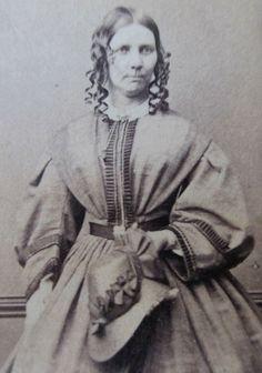 CDV PHOTO VICTORIAN LADY PRE CIVIL WAR ERA WOMAN BONNET HOOP DRESS 1850s