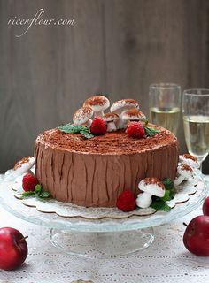 How to make Opera Yule Log Cake (Buche de Noel Recipe) Baking Recipes, Cake Recipes, Opera Cake, Yule Log Cake, Specialty Cakes, Cake Ingredients, Holiday Baking, Christmas Baking, Food Cakes