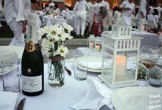 Imagen de http://3.bp.blogspot.com/-ikc5Z4uVmgk/UJEO9-slPAI/AAAAAAAAD7w/JXAg9MogULg/s1600/diner+en+blanc_table+setting.jpg.