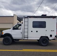 Check this out! I quite simply adore this coloring for this lifted 4x4 Camper Van, Off Road Camper, Tiny Trailers, Camper Trailers, Ambulance, Motorhome, Ford E250, Cargo Trailer Conversion, Gmc Safari