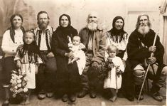copii romini in primul razboi mondial City People, Media Icon, Face Photo, Video News, Traditional Outfits, Romania, Old Photos, Past, Black And White