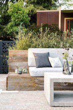 35 inspiring diy outdoor furniture ideas outdoor patio diy o Outdoor Sofa, Diy Outdoor Furniture, Outdoor Seating, Outdoor Rooms, Outdoor Living, Outdoor Decor, Furniture Ideas, Built In Garden Seating, Furniture Inspiration