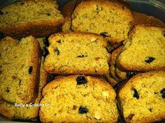Τραγανά, μυρωδάτα, γευστικότατα, υγιεινά, χορταστικά, νηστίσιμα… χρειάζεται να συνεχίσω; J  Υλικά: 1 κιλό περίπου αλεύρι σκληρό... Vegan Recipes, Cooking Recipes, Keto Cheesecake, Banana Bread, Biscuits, Sweet Tooth, Deserts, Gluten Free, Treats